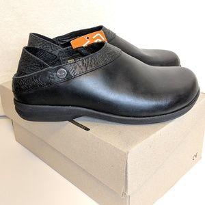Shoes - SOLE, black steady obsidian, slip on, size 7.